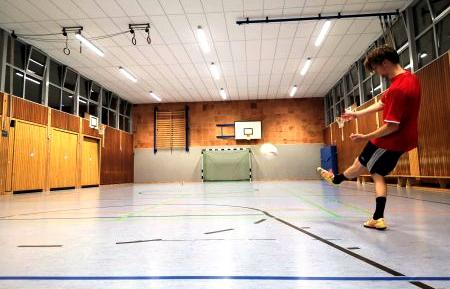 Freie evangelische Gemeinde Wuppertal Barmen - Sport Fußball am Donnerstag
